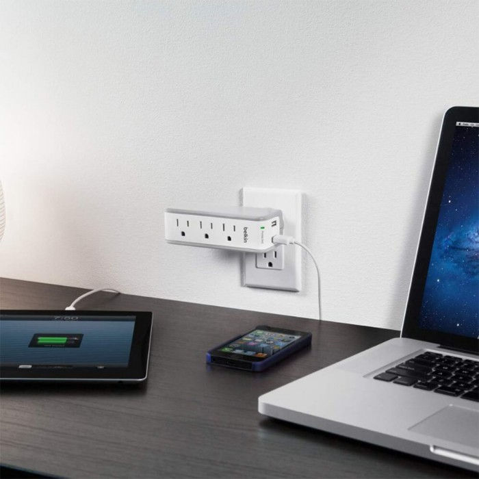 Belkin 3 Outlet surge protector with USB ports (BKN-300)
