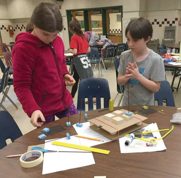 Students design an earthquake-resistant building